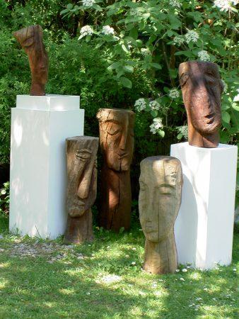 Extranjeros Kettensägearbeiten aus Holz (Apfel / Mandel), 2009-2012