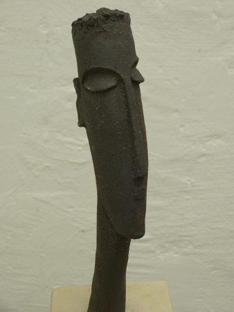 O.T.32 cm h, Keramik auf Sandstein, 2012